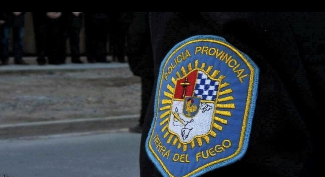 Policías deberán dejar su arma reglamentaria mientras se encuentren fuera de servicio