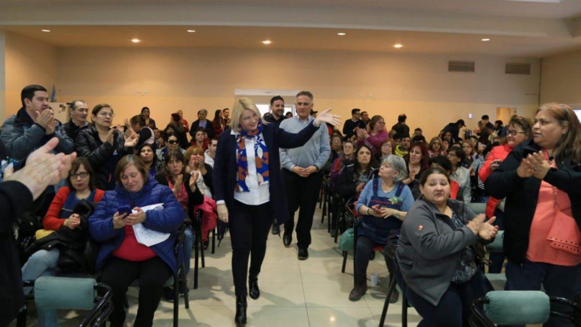 BERTONE PRESIDIÓ LA ENTREGA DE UNIFORMES AL PERSONAL POMYS