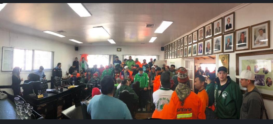 Camioneros se manifiestan en el Concejo Deliberante mientras se debate la conformación de la Sociedad del Estado