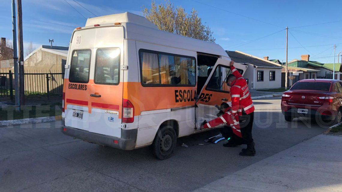 5 menores fueron trasladados al hospital luego del choque de un transporte