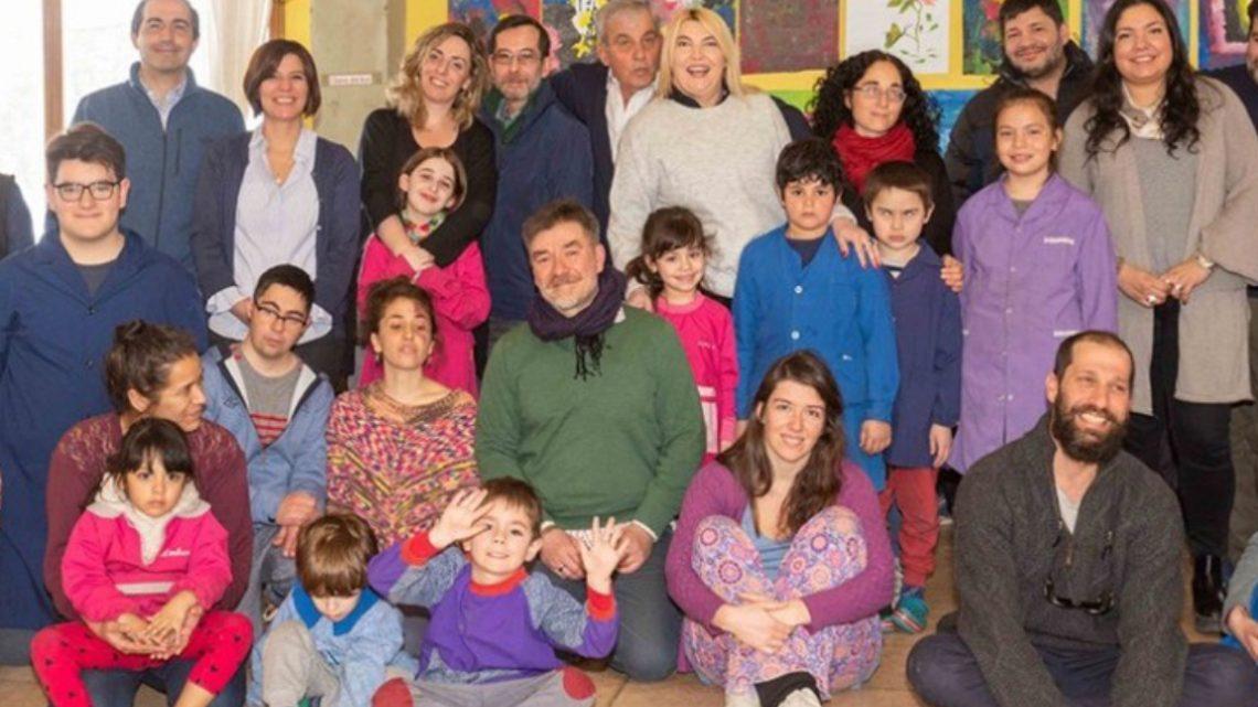 Bertone visitó la escuela experimental Los Alakalufes