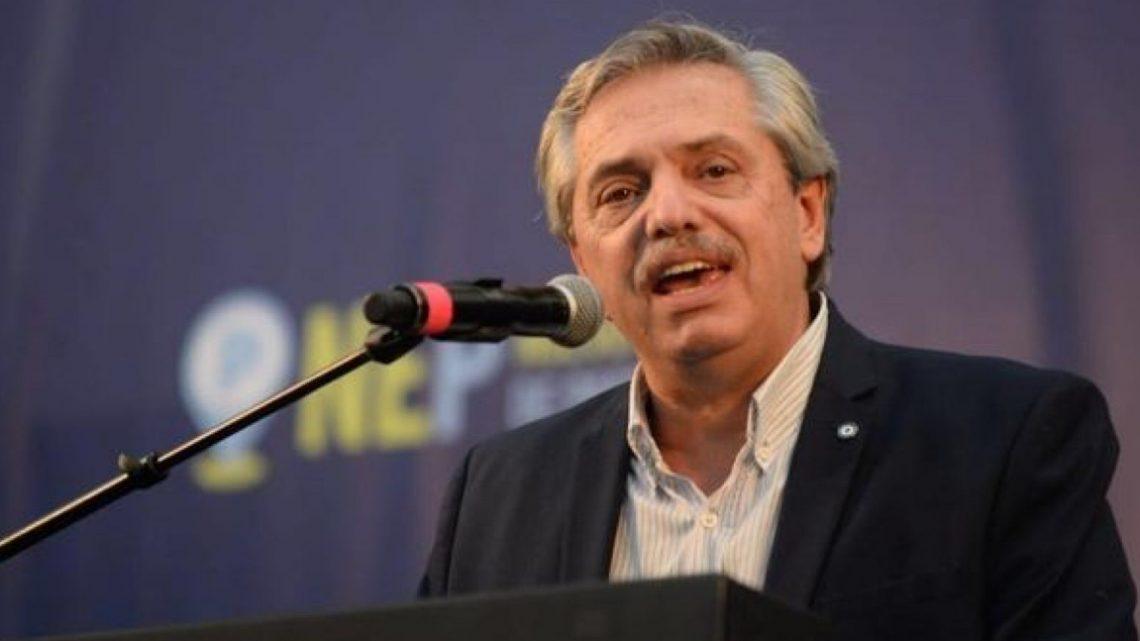 Alberto Fernández entregará una tarjeta alimentaria y una para pagar las tarifas