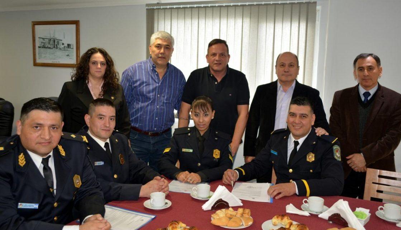 Tres Policías De Ushuaia Fueron Homenajeados Por Rescatar A Una Mujer