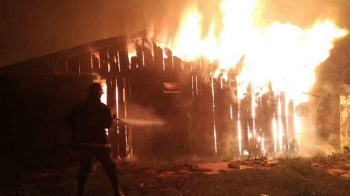 Terrible tragedia camino a Almanza: 5 muertos en el incendio de una cabaña