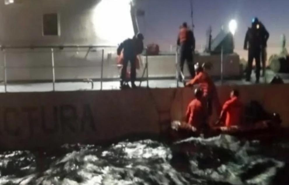 Prefectura rescato a dos personas en rio Encajonado