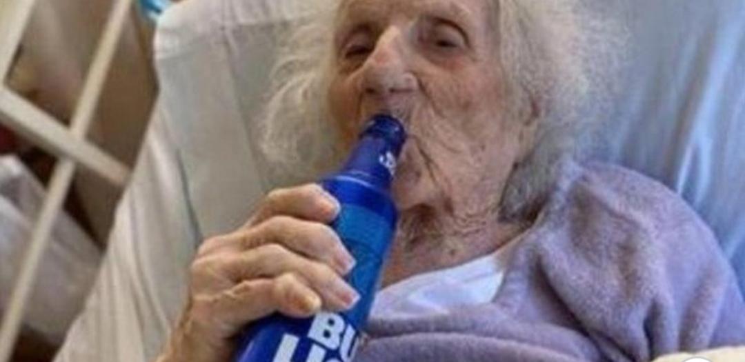 Una Tatarabuela De 103 Años Le Ganó Al Coronavirus Y Se Tomó Una Cerveza Helada Para Celebrar