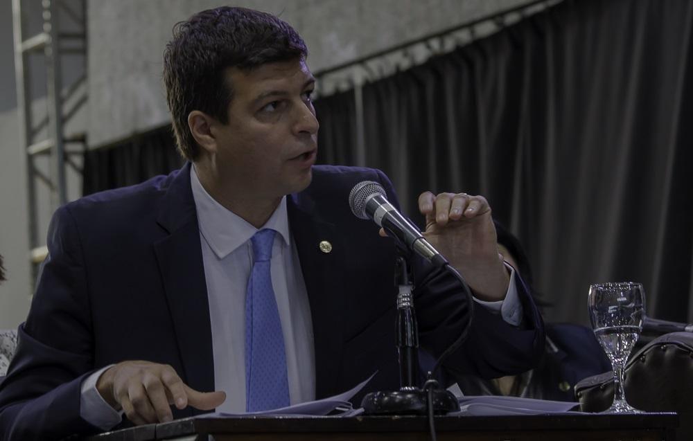 """BILOTA: """"LA LEY DE EMERGENCIA NO TIENE QUE SER PARA QUE SE ENRIQUEZCAN CINCO EMPRESARIOS VIVOS"""""""
