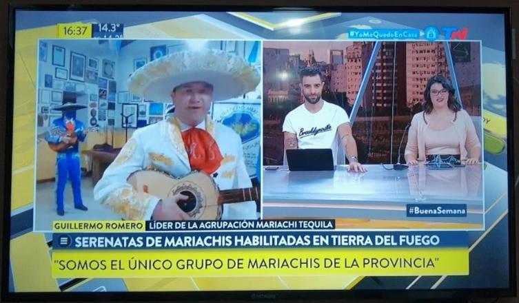 PAPELÓN NACIONAL DE MELELLA POR LOS MARIACHIS