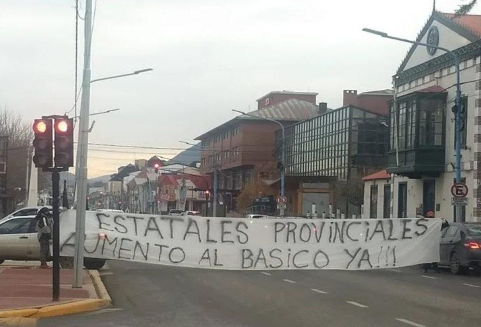 Estatales reclamaron en Ushuaia aumento salarial