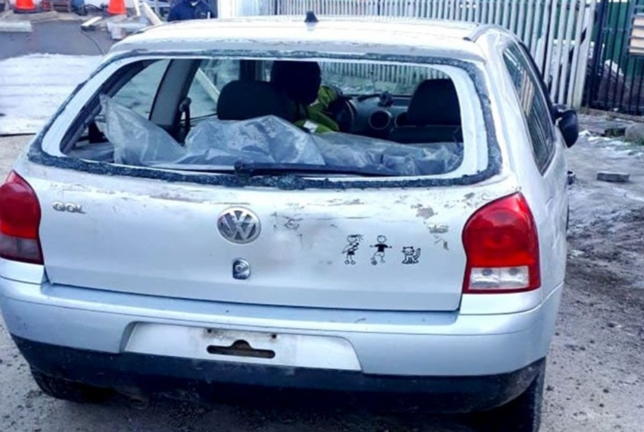 Dos demorados por robar un auto y desarmarlo para vender los repuestos