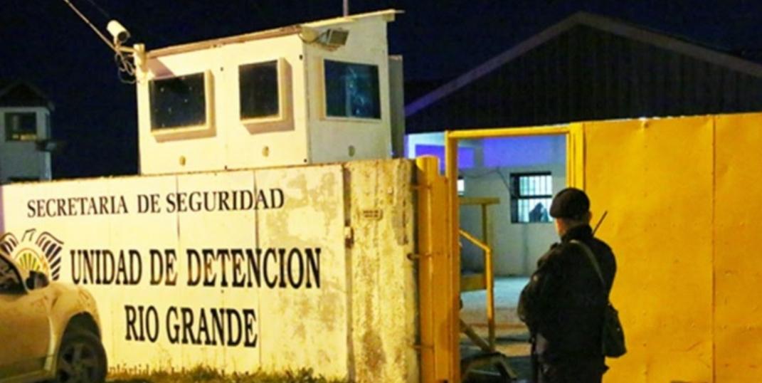 Presos de Río Grande refaccionarán bancos y sillas de las escuelas públicas