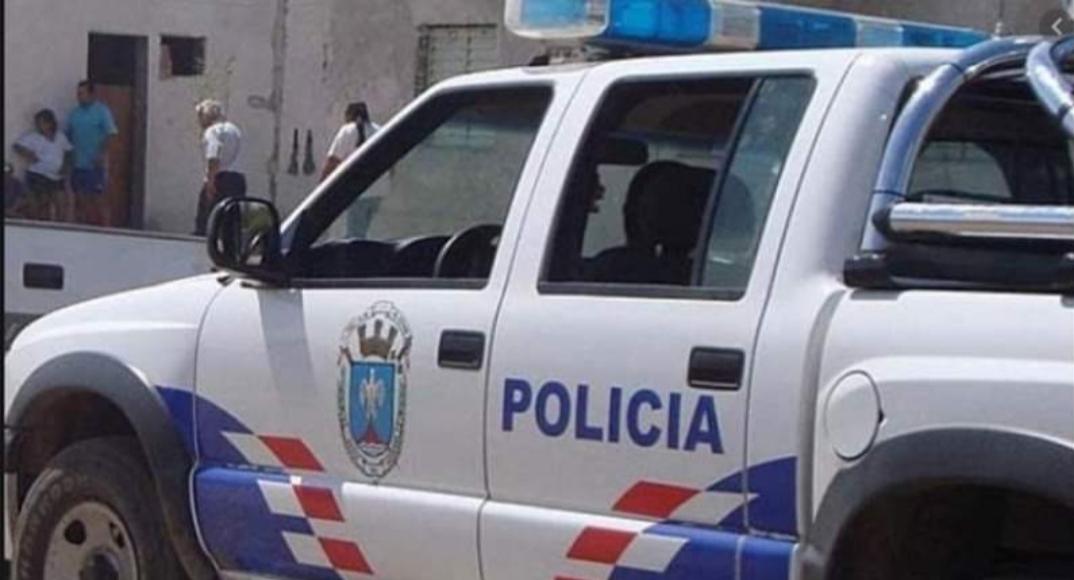 Cuarentena: hicieron un trío en un auto y terminaron todos detenidos
