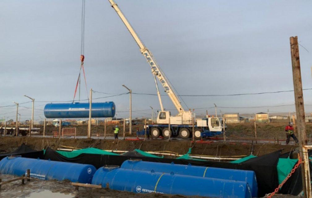 Colocaron los tanques de la YPF que se construye en Margen Sur