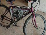 Usó el motor de un lavarropas para que su bici ande a 110 kilómetros por hora