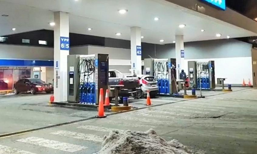 ÚLTIMO MOMENTO:  YPF de calle Rivadavia vuelve a abrir  sus puertas  y operará de 06 a 22