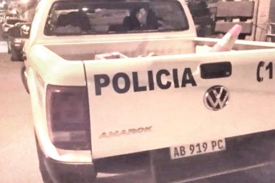 Chocó a un patrullero, lo persiguieron y le encontraron cinco colillas de porros