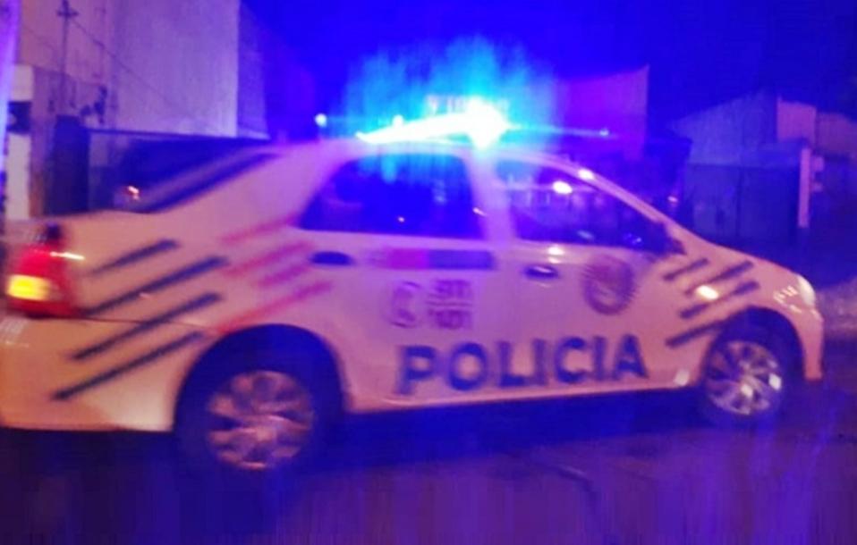 Conductora borracha choco dos vehiculos estacionados en Ushuaia
