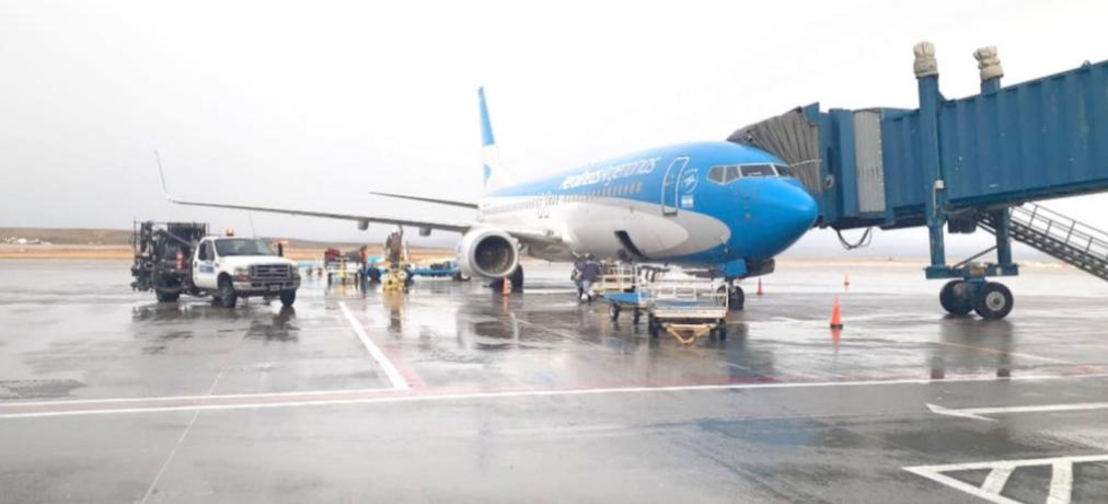 Llegaron 146 pasajeros en un nuevo vuelo procedente de Buenos Aires