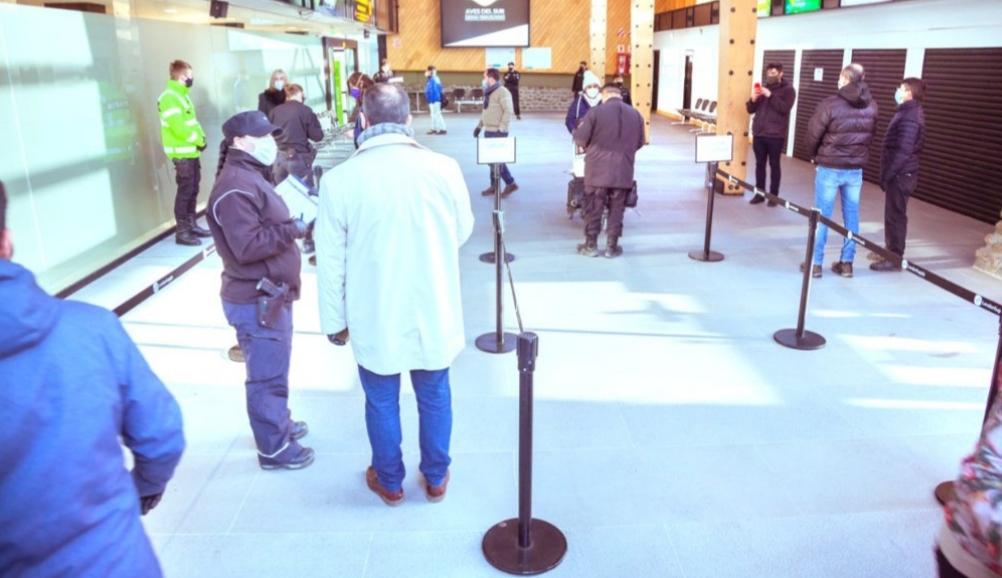 El Gobierno flexibilizó solo en Ushuaia la exigencia de que los pasajeros permanezcan en hoteles