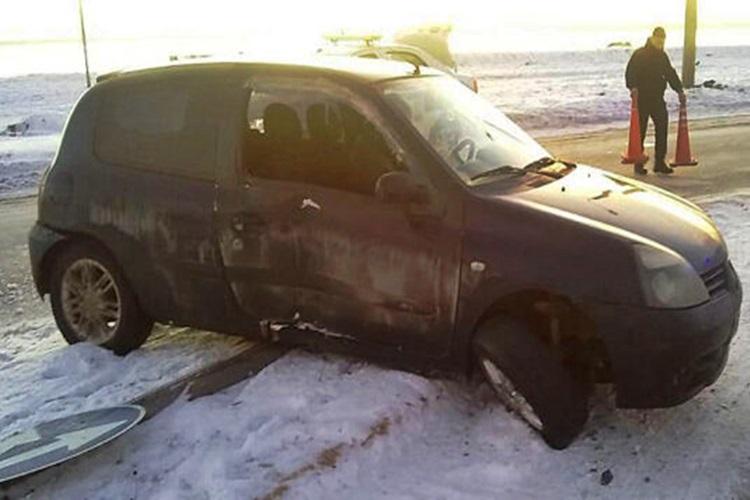 Despiste sin lesionados de un Renault Clio
