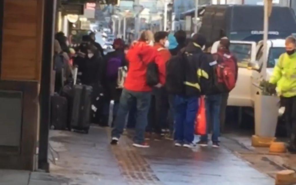 Inconvenientes en Ushuaia ante la cuarentena que deben realizar los pasajeros recien llegados