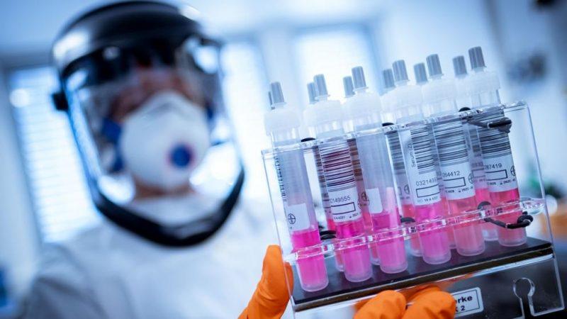 La Universidad de Oxford no aseguró tener una vacuna contra el coronavirus para este año