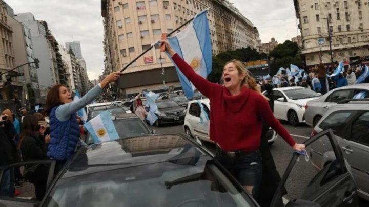 Pese a las críticas del gobierno, hoy se realizará el «banderazo» opositor