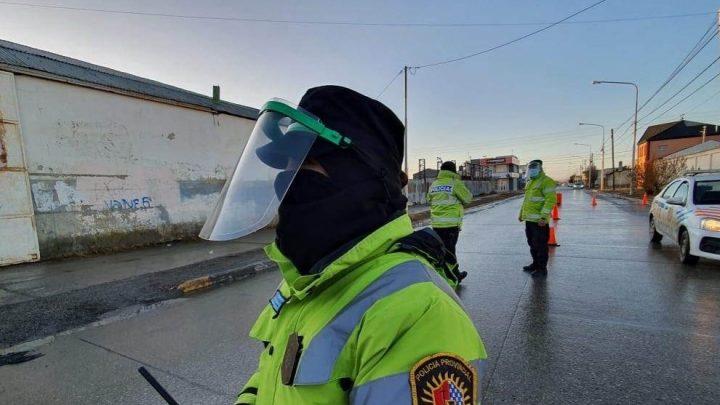 Una mujer sospechosa de CORONAVIRUS terminó detenida luego de escupirle a la policía