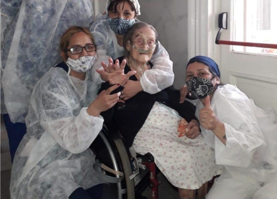 Una mujer de 110 años se recuperó el coronavirus