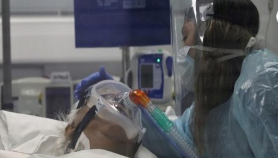 Familiares de pacientes críticos por COVID piden que la Justicia haga valer su derecho de visitas