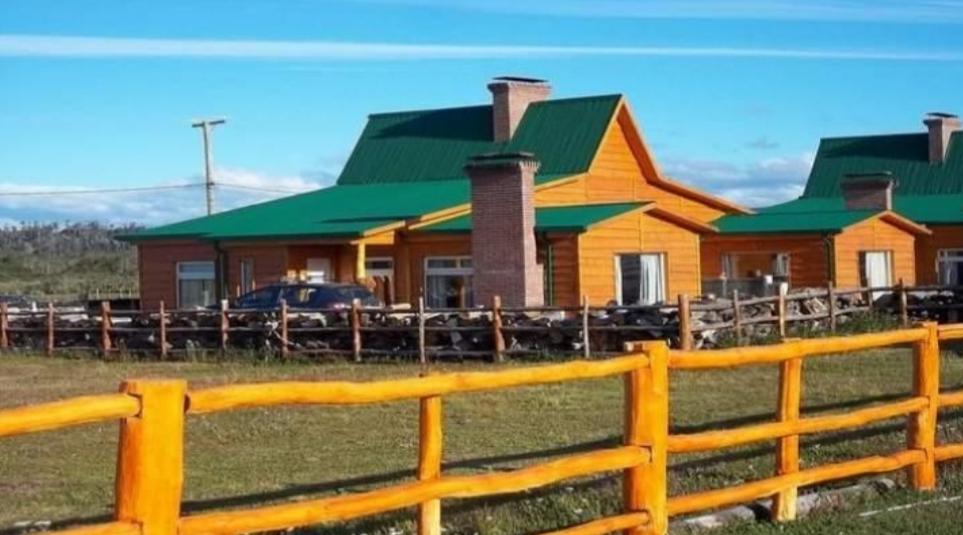 En Tolhuin buscan que los dueños de hosterías y cabañas de alquiler pueden ingresar a la ciudad