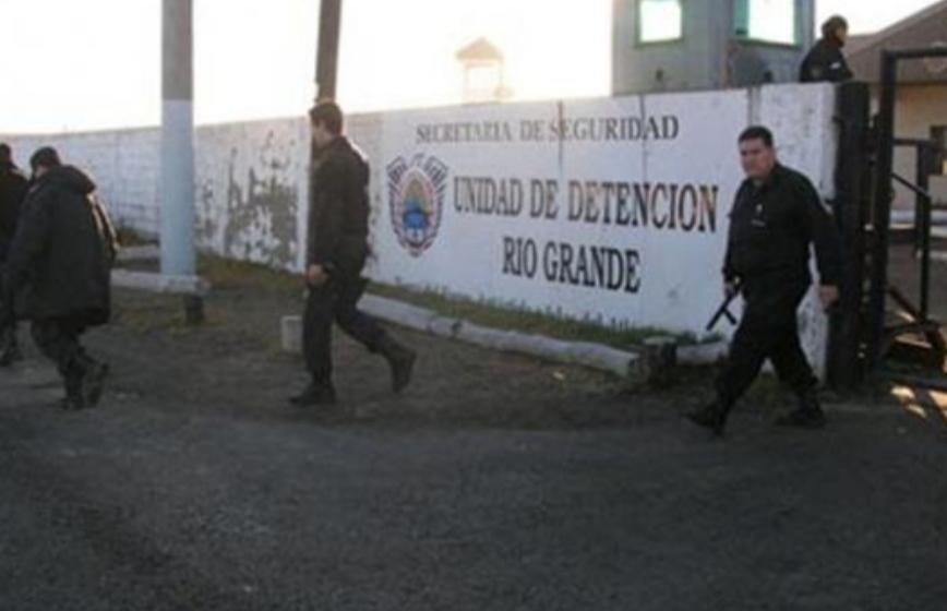 Por amenazas al exterior, allanaron una celda de la cárcel de Río Grande