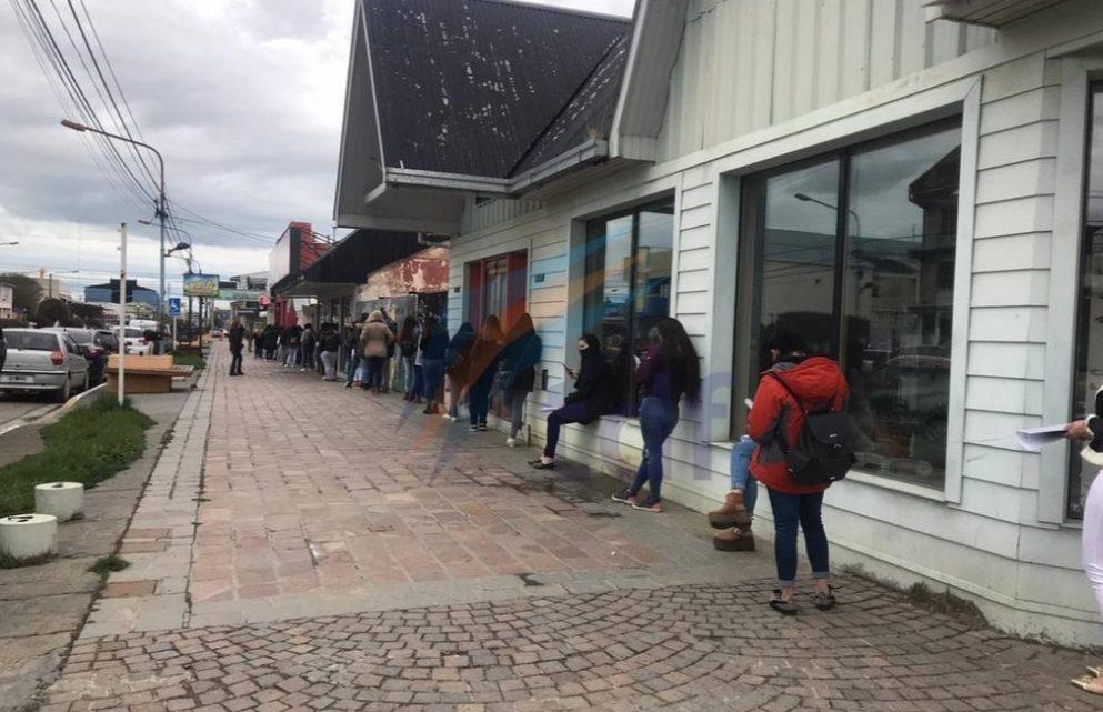 Más de 300 chicas hicieron cola por un puesto de trabajo en una pizzería céntrica de Río Grande