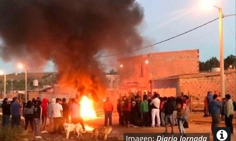 Un hombre denunciado por abuso murió quemado por sus vecinos