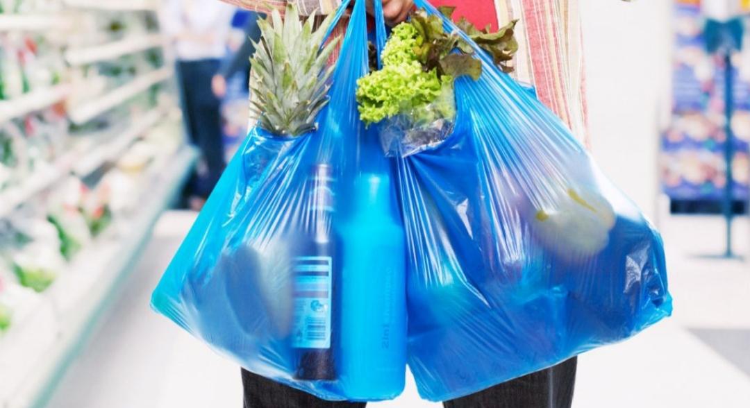 Tolhuin ratifica la prohibición de entregar bolsas plásticas
