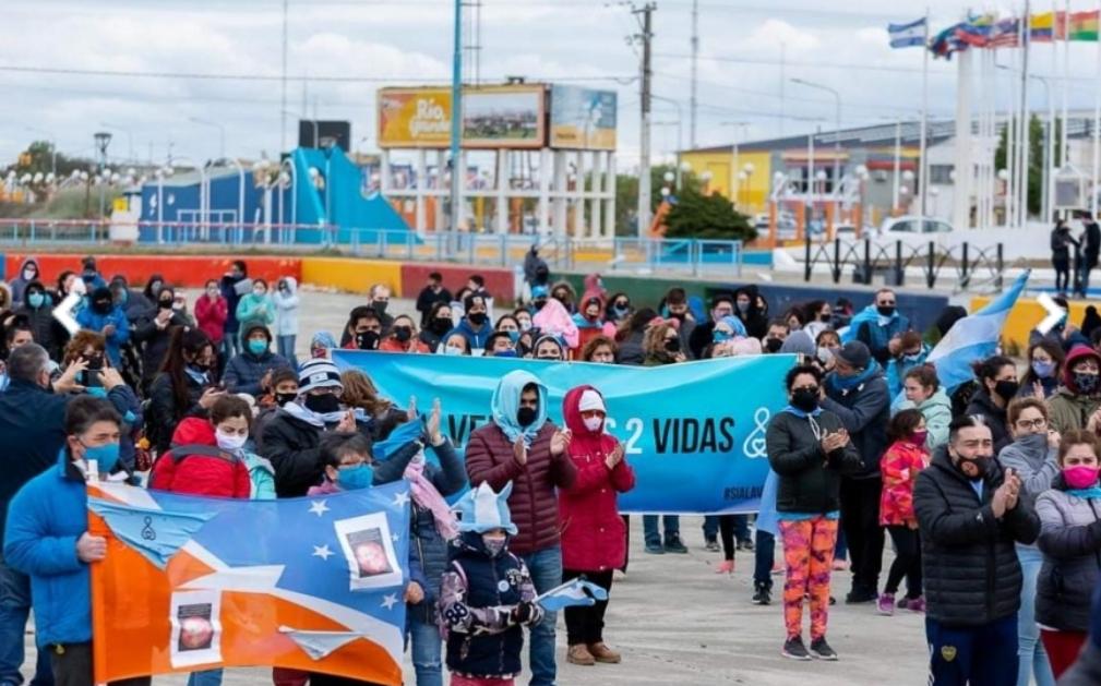 """'Salvemos las dos vidas' en Río Grande: """"No queremos una ley de aborto libre en Argentina"""""""