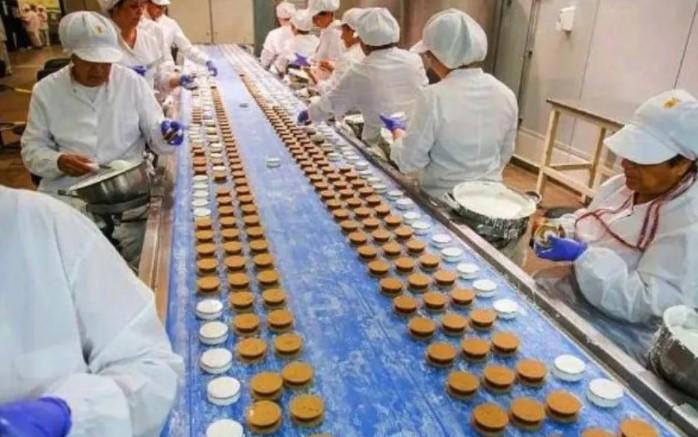 La fábrica de alfajores «Grandote» vuelve a abrir sus puertas