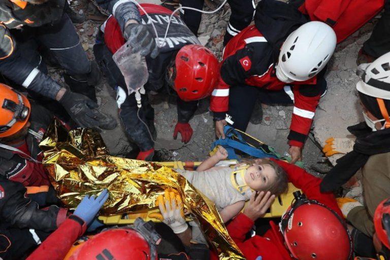 Salvaron a una nena de cuatro años que pasó 91 horas bajo los escombros tras el terremoto en Turquía