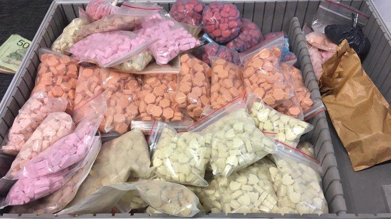 La vida secreta del despachante de Aduana que escondía en su armario más de $110 millones en cocaína rosa y cristal de éxtasis