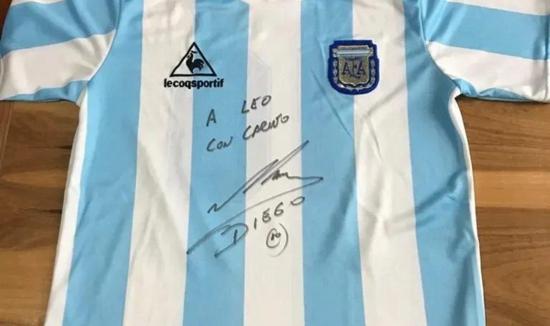 Piden hasta $15 millones por una camiseta de Diego autografiada