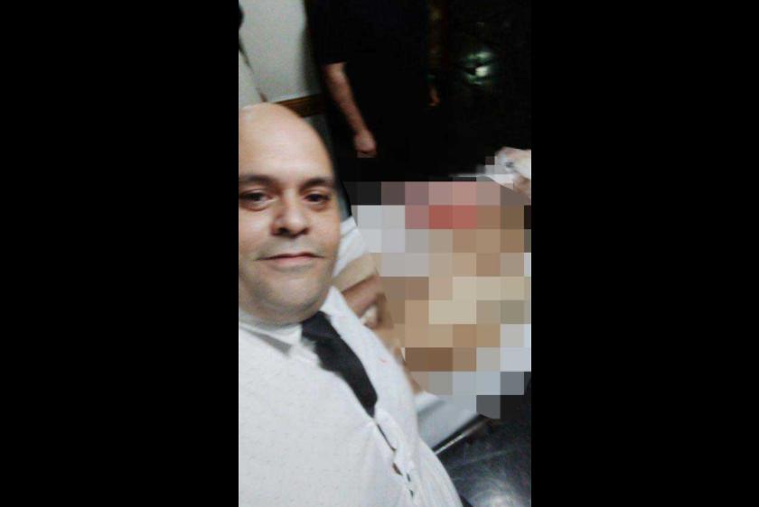 Crece la indignación con Molina: Se sacó una foto con el cuerpo de Maradona desnudo