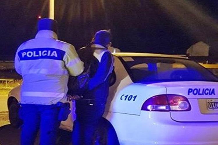 Conductor huyo de la Policia en la madrugada y fue detenido en Ushuaia