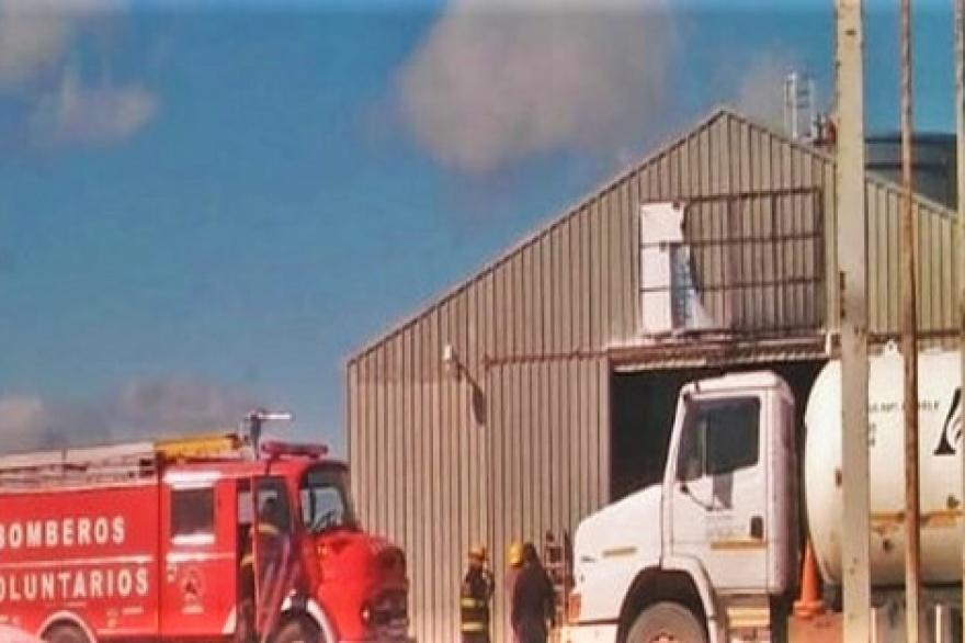 Dos operarios heridos tras una explosión en planta de gas de Río Grande