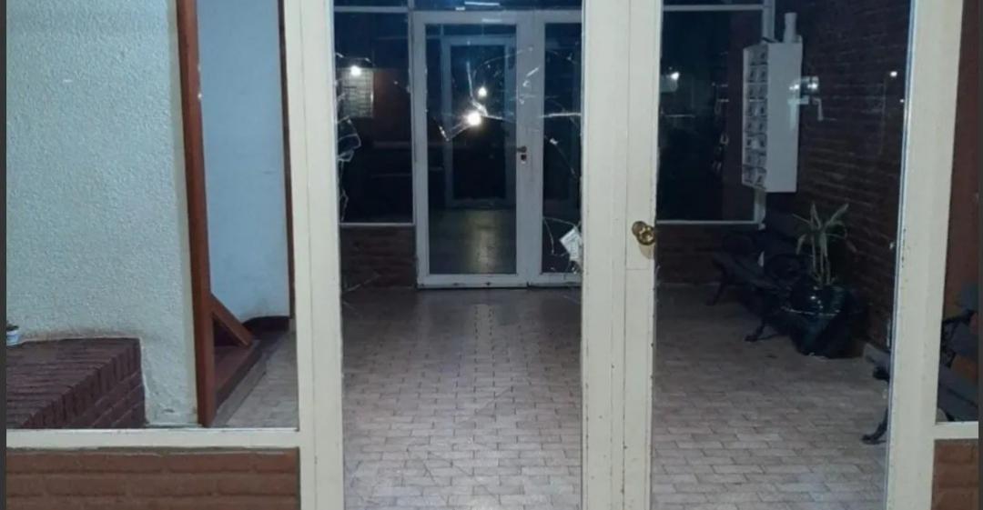 Una adolescente discutió con su papá y se tiró desde un segundo piso por la ventana