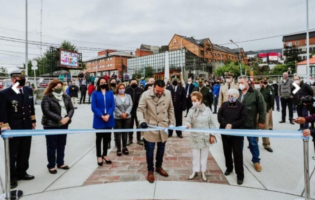 En Ushuaia, el intendente Vuoto inauguró la renovada plaza cívica '12 de Octubre'