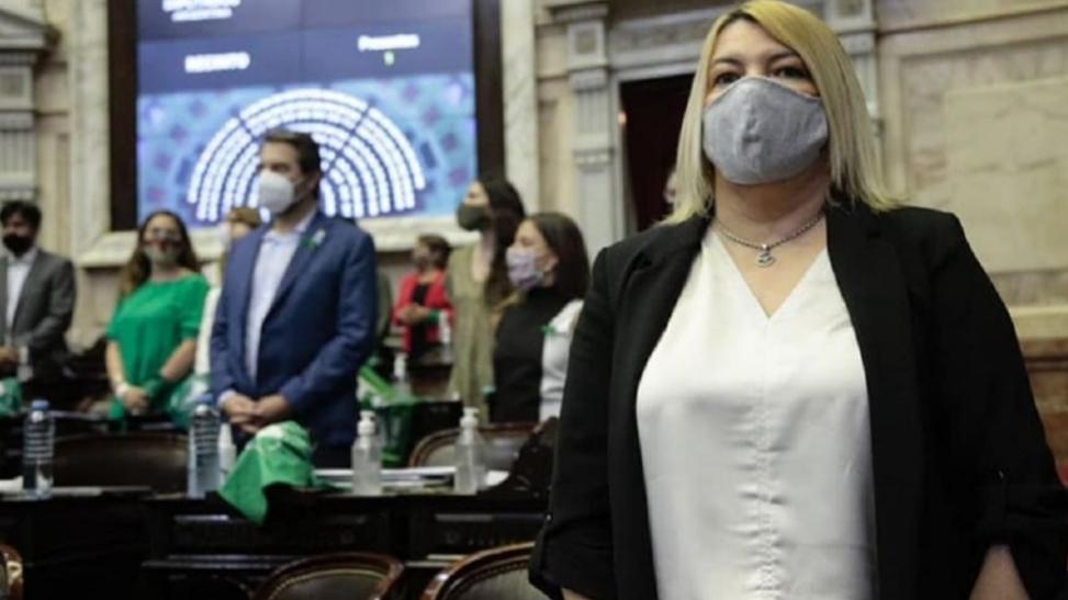 Bertone: «Para ninguna mujer es fácil tomar la decisión de practicarse un aborto»
