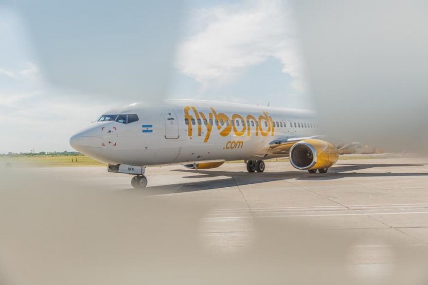 La aerolínea low cost Flybondi vuelve a volar a partir de hoy
