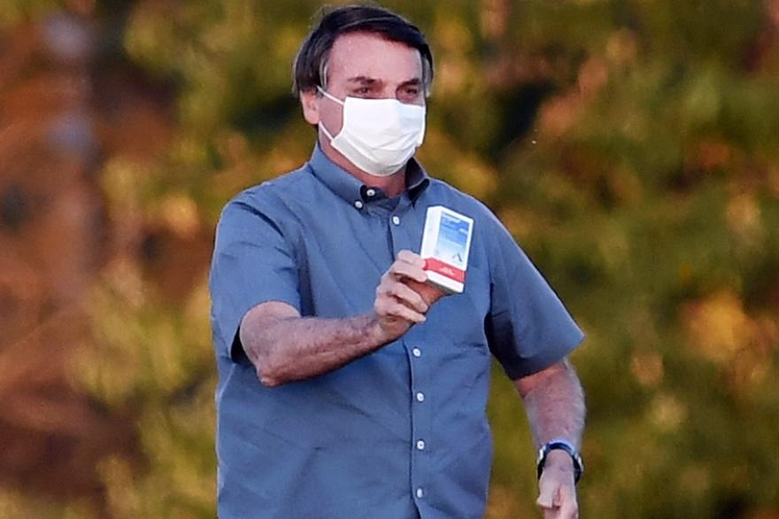 Bolsonaro dice que no habrá vacuna para todos y desconfía de la de Pfizer