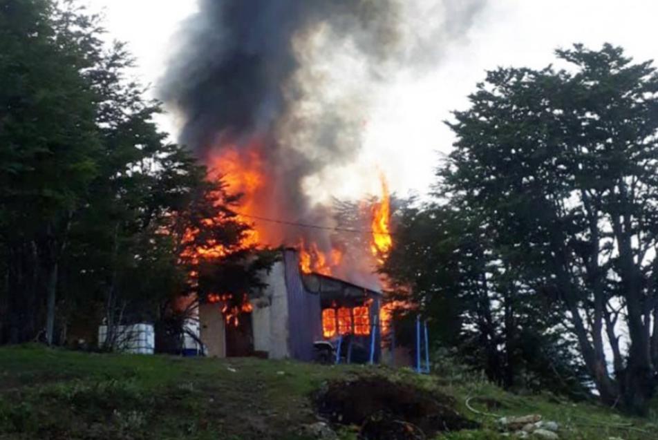 Incendio en Ushuaia, provoca daños totales en una vivienda