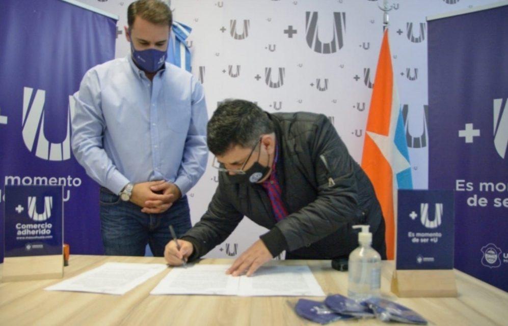La Municipalidad de Ushuaia entregó más de 500 tarjetas +U a afiliados del SOEM